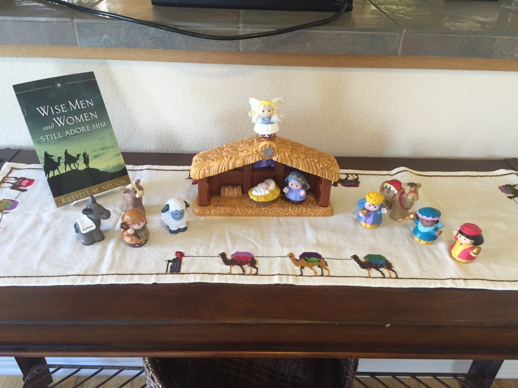 Little People creche scene 2015